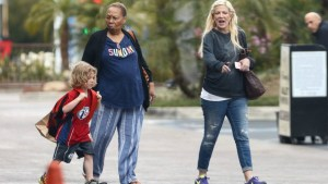 tori spelling broke deadbeat husband