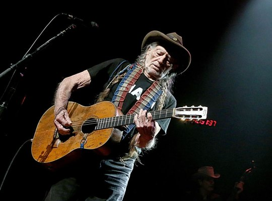 willie nelson health concert tour