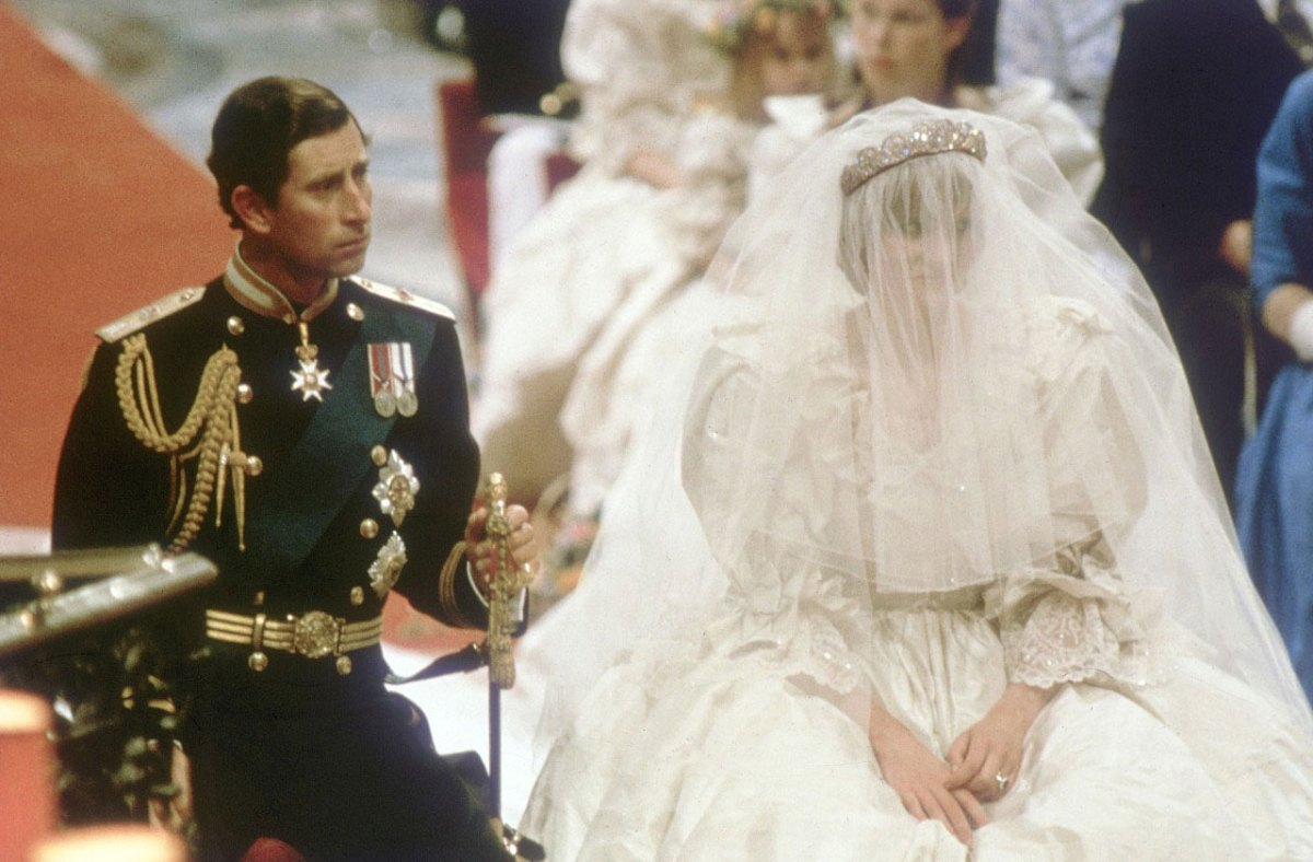 princess diana heartbreak as prince charles said wedding. Black Bedroom Furniture Sets. Home Design Ideas