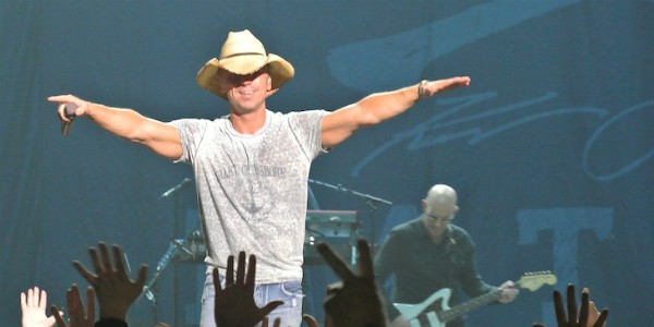 Kenny chesney gay rumors claims