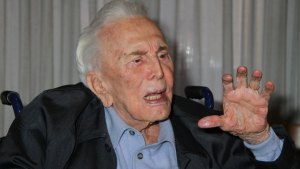 Kirk Douglas Health Update: Latest On Actor's Condition