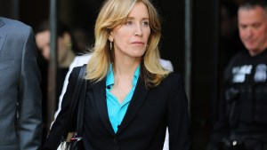 Prosecutors Want to Jail Felicity Huffman for Up to 10 Months