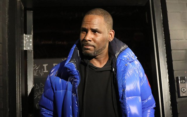R. Kelly Trying To Skip Out On Trial